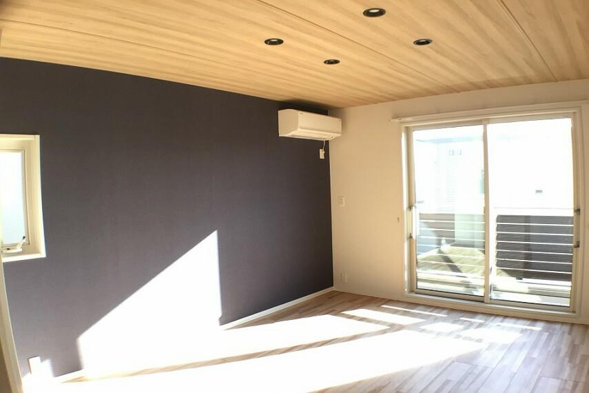 寝室 No.3_主寝室(撮影_2021年2月)8.4畳の主寝室は南のバルコニーに面した明るい空間です。空調も装備しています。