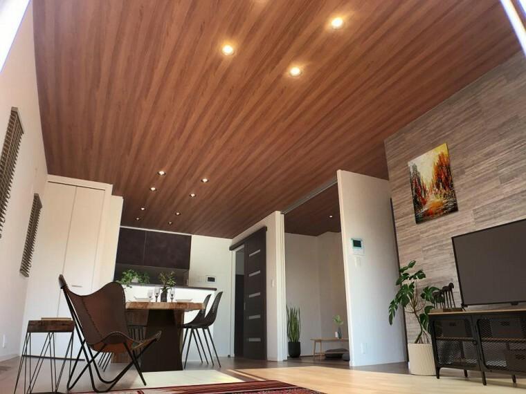 居間・リビング NO.9_LDK(撮影_2021年1月)※一部CG加工有。 17畳のLDKは玄関ホールからすぐ。2階に行くためにリビングを通る設計で、お子様とのコミュニケーションをはかれます。