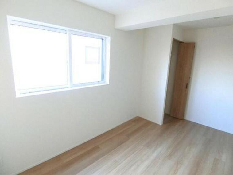 各居室に収納があり、衣類の収納も楽々です。