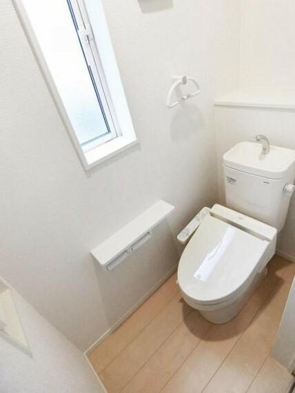 トイレ 1・2階のどちらのトイレにもウォシュレット付きで快適です。