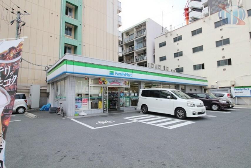 コンビニ 【コンビニエンスストア】ファミリーマート 浪速塩草店まで590m