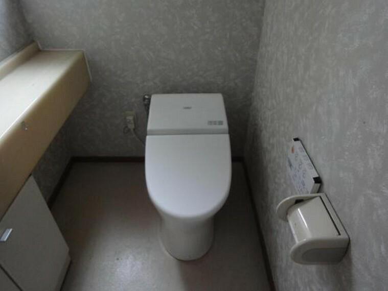 トイレ 温水洗浄機能付きのトイレ。