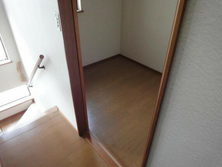 収納 たっぷり収納の納戸は、家族みんなで使える空間です。