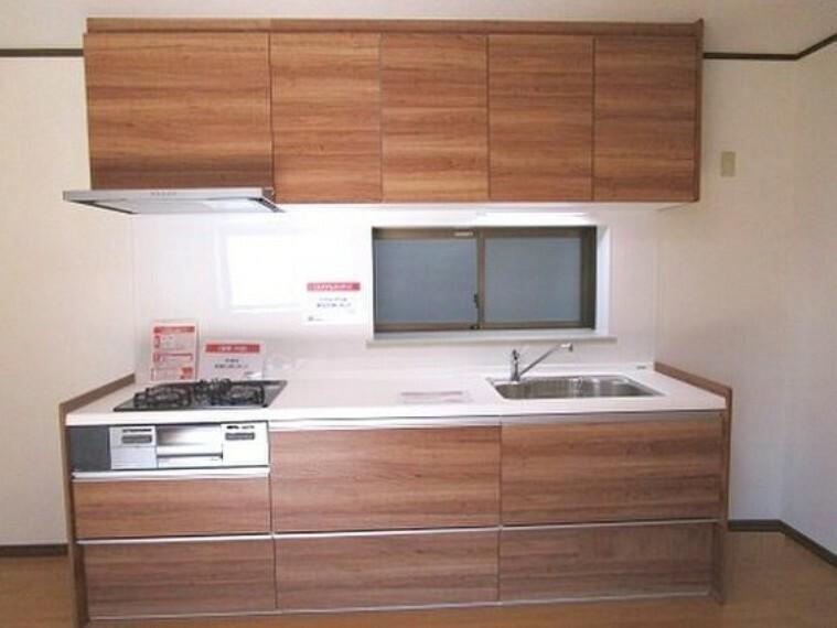 キッチン 横幅のある大きなキッチンで、毎日のお料理も楽しくできますね。