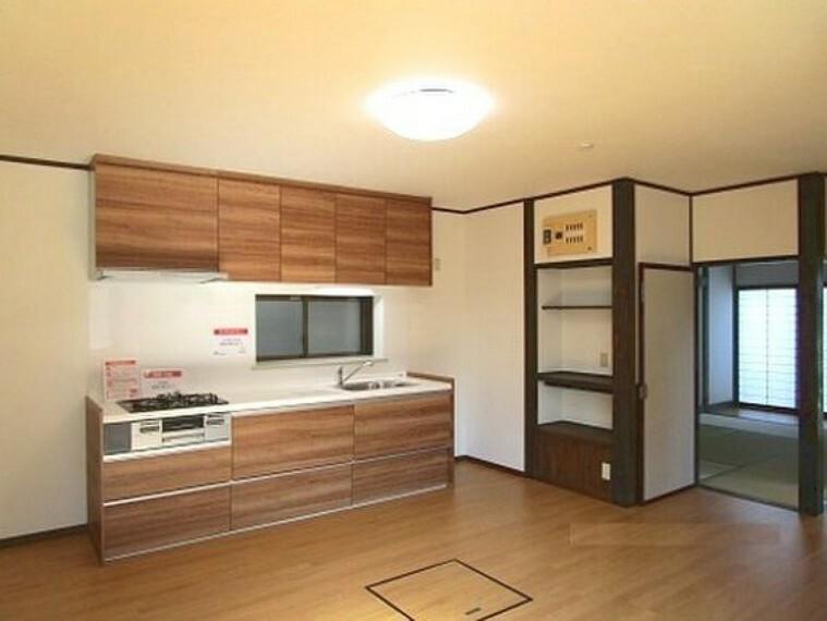 キッチン 収納も豊富なキッチンで後片付けも楽々。