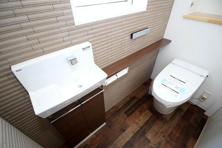 トイレ 1F:トイレ(手洗い付き)