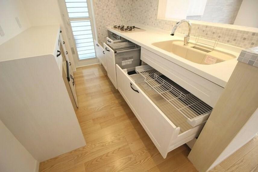 キッチン 食器洗浄乾燥機付きシステムキッチン収納部