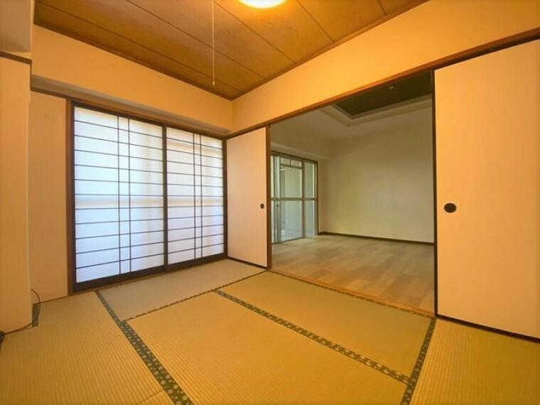 客室やお子様のスペースとして使える和室です。押入付きで布団の収納場所に困りません