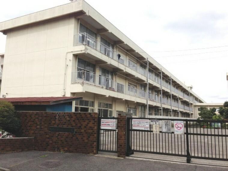 小学校 【小学校】鶴の台小学校まで445m