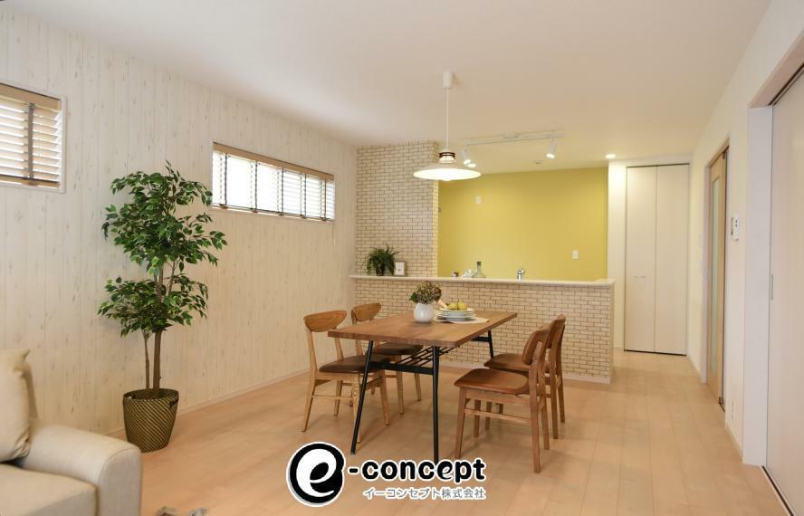 【当社オプション工事事例】<BR/>当社では壁紙変更、照明・カーテン取付工事も承ります!新居をこだわりの空間にしてみませんか?