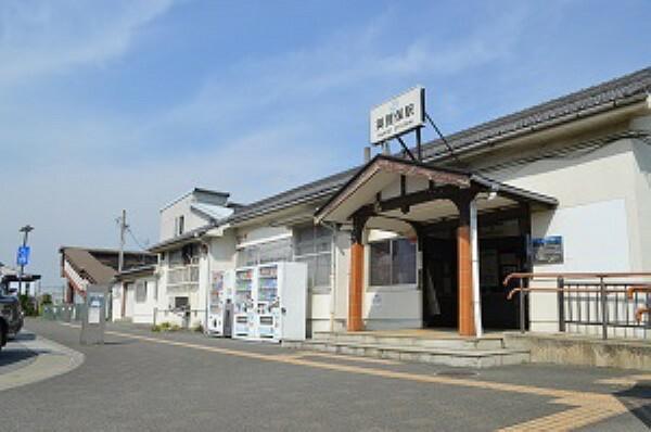 徒歩9分。相生駅へ15分、姫路駅へ4分でアクセスします。新快速停車駅なので、大阪等各主要都市へのアクセスも良好です。駅前には商業施設やクリニック、金融機関等が揃います。