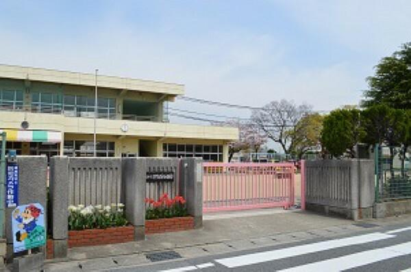 幼稚園・保育園 徒歩7分。英賀保小学校に隣接しており、小学校と連携した取り組みがあったり、通い慣れた通学路を使えるので、小学校入学時もスムーズです。未就園児対象の園開放や子育てサロンも実施しています。