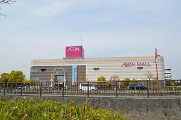 ショッピングセンター 車で10分。営業時間は10:00~21:00(売り場により異なる)。週末のお出かけ先にもお勧めのショッピングセンター。スポーツクラブやカルチャーセンターも入っています。