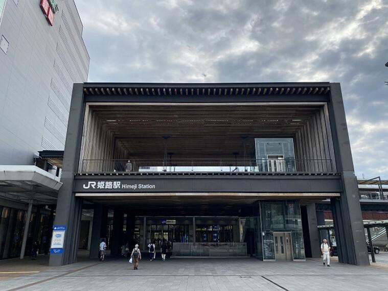 徒歩22分(約1760m)です。神戸・大阪へのアクセスも可能。通勤・通学にも便利です。