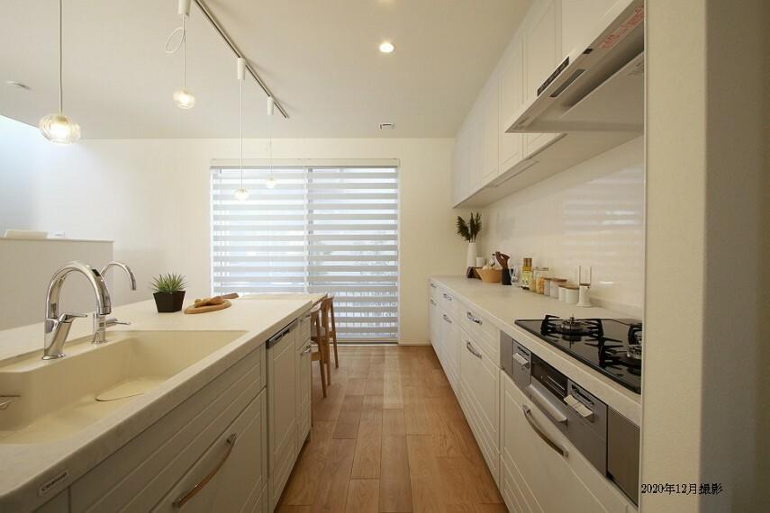 キッチン 広々としたキッチン。家族みんなでお料理するもいいですね。