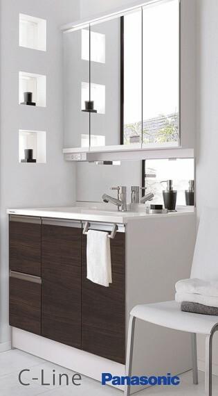 【パナソニックシーライン】  拭き取りやすい水はねパネルを付けたサニタリー。機能性とデザイン性を兼ね備えた洗面化粧台です。