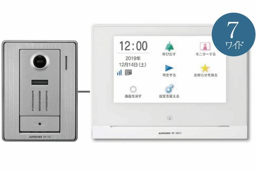 【スマートフォン連動テレビドアホン】  玄関に録画機能付きのテレビドアホンと室内にタッチパネル式モニターを設置。スマートフォンと連動させることで、外出先からでも来客対応や録画、鍵の施解錠ができます。
