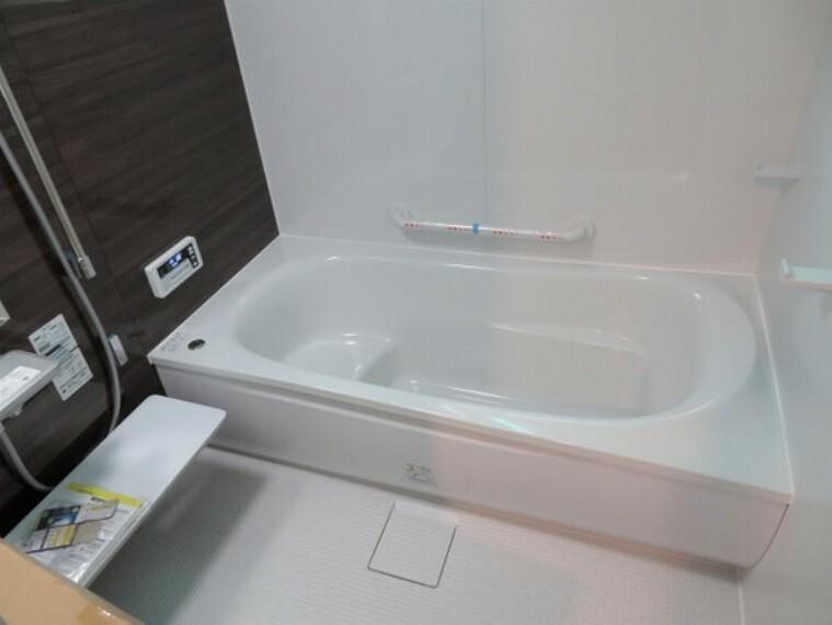 浴室 ゆったりと足を伸ばしてくつろげる浴室。