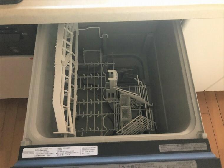 キッチン 食器洗い乾燥機も付いて後片付けに便利です