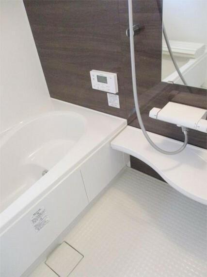 同仕様写真(内観) 1坪タイプの広い浴室は家族のリラックスタイム明日もいい一日でありますように。浴室乾燥機は標準装備