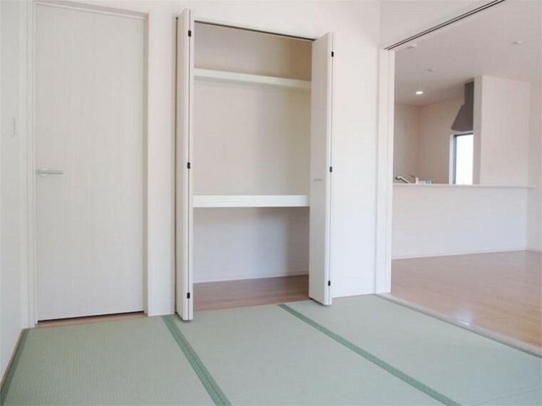 同仕様写真(内観) 1階和室の押し入れはゲスト用・季節のお布団も余裕の収納力!