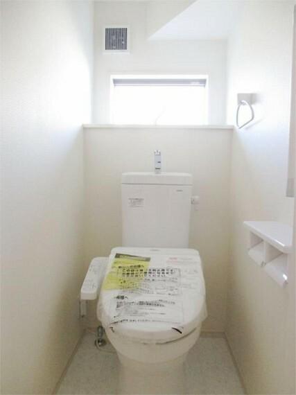 同仕様写真(内観) 1階ウォッシュレット付きトイレも窓がさわやか