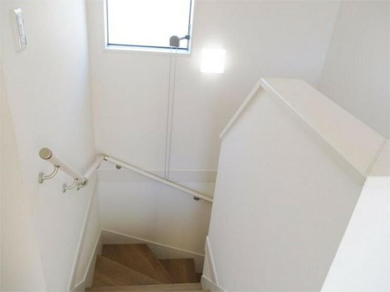 同仕様写真(内観) 階段手摺付優しい配慮