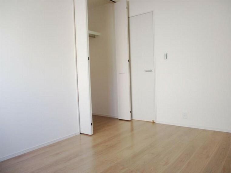 同仕様写真(内観) 居室3、大収納力のクローゼットでお部屋スッキリ!