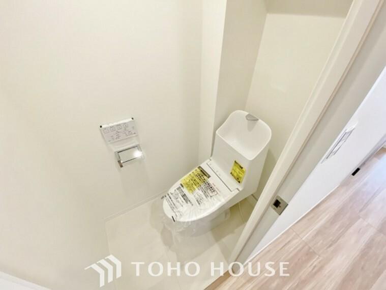 トイレ 「リフォーム済・トイレ」清潔な印象のトイレにリフォーム済みです。もちろん温水洗浄便座付きで機能性も兼ね備えています。