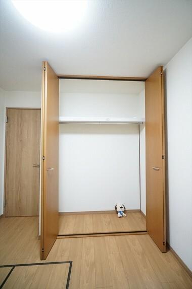収納 収納があるとお部屋をスッキリとさせることができますね。 使い方を工夫すればたくさん収納できそうです。