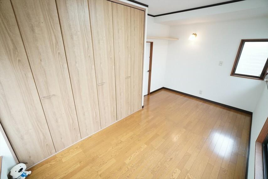 洋室 毎日の暮らしの中で長時間過ごす住まいだからこそ、 空間性にこだわった居住スペースです