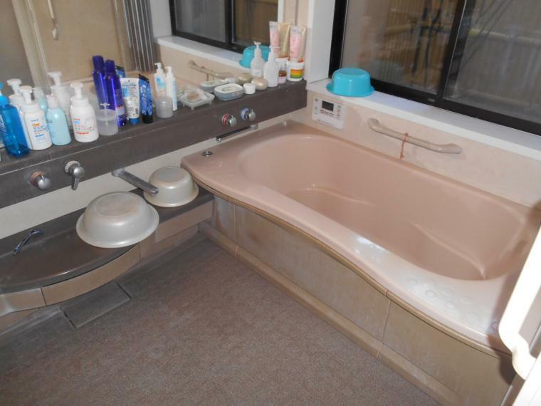 浴室 浴室窓あり、自動お湯はり機能付き