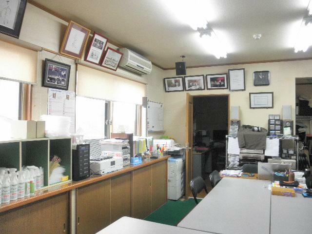 広い事務所スペース 居室としても利用出来ます