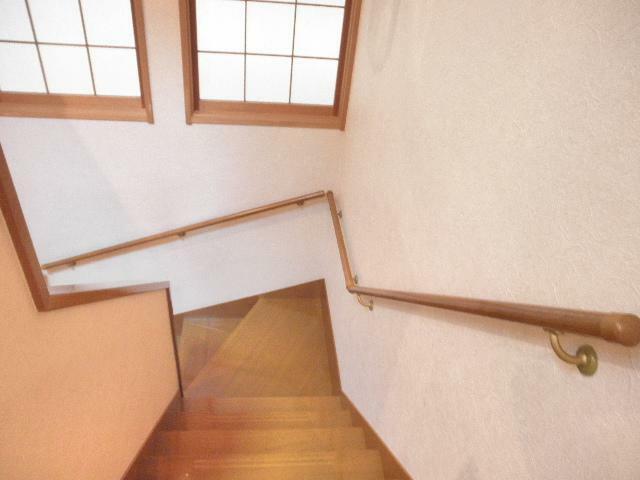 階段には採光、手すりがあります