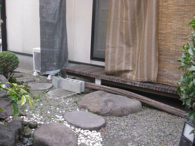 庭 和室には濡れ縁があります