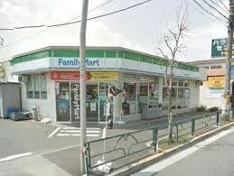 コンビニ ファミリーマート/世田谷喜多見店 徒歩6分。