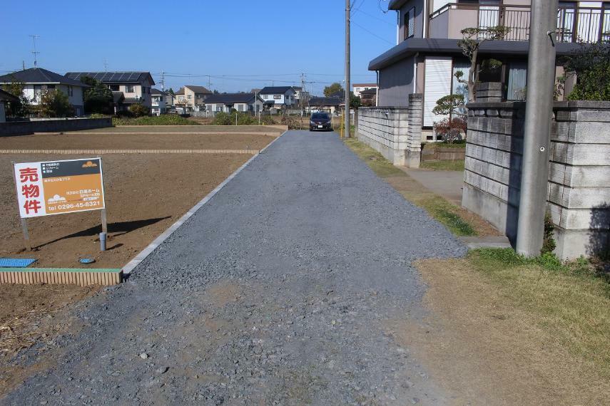現況写真 東側道路を南方向から北方向に撮影