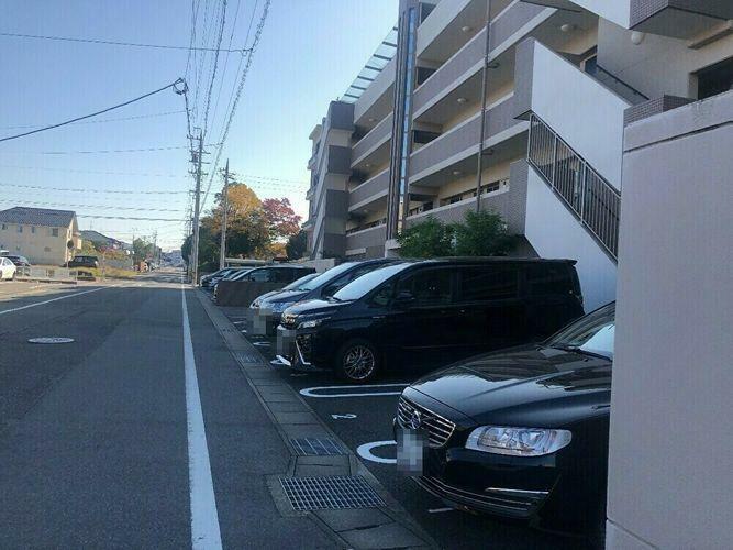 敷地内駐車場 平面式駐車場になります