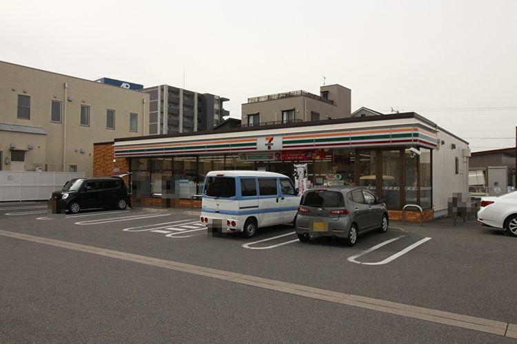 コンビニ セブンイレブン岡崎羽根町店 徒歩8分。