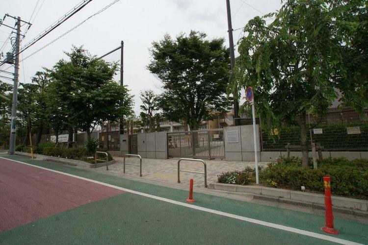 小学校 世田谷区立給田小学校 徒歩11分。