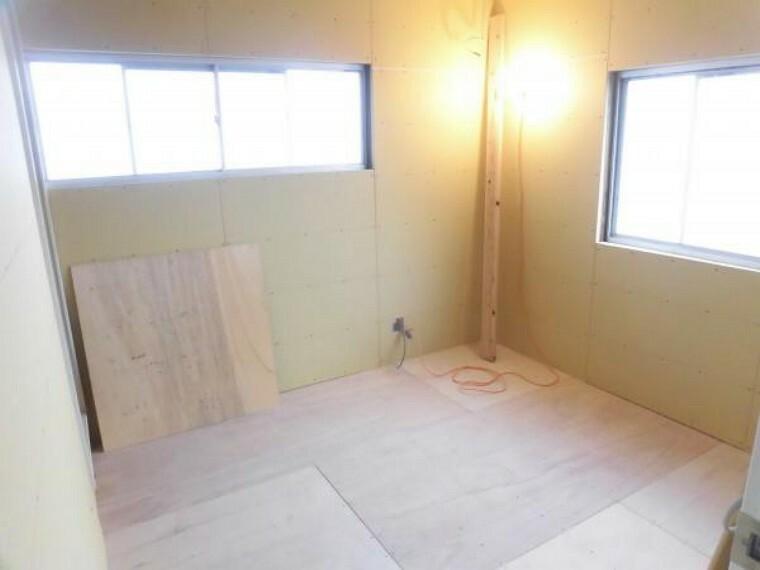 現在リフォーム中。2階東側洋室です。和室から洋室に間取変更を行っています。