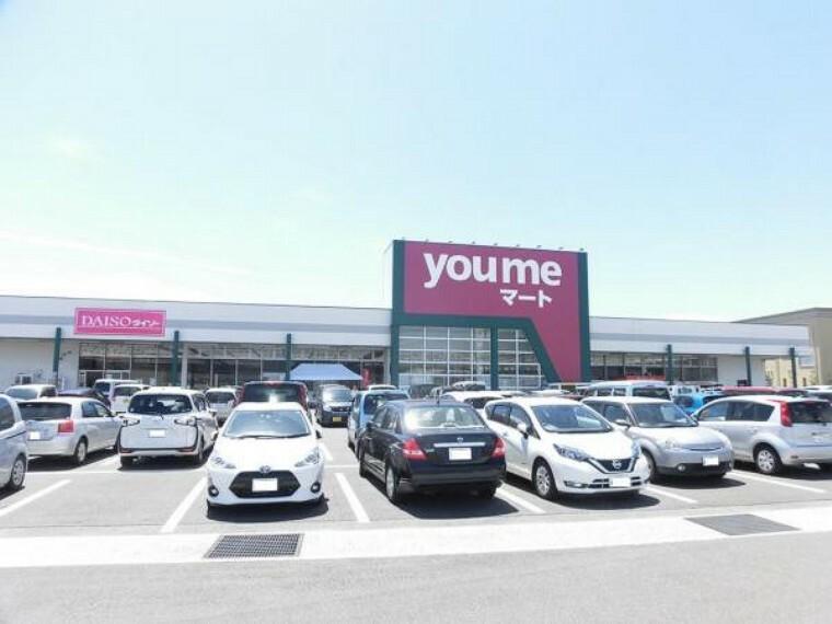 スーパー ゆめマート行橋店まで徒歩7分(500m)。100円ショップのダイソーも併設しているので様々な買い物が出来て助かります。