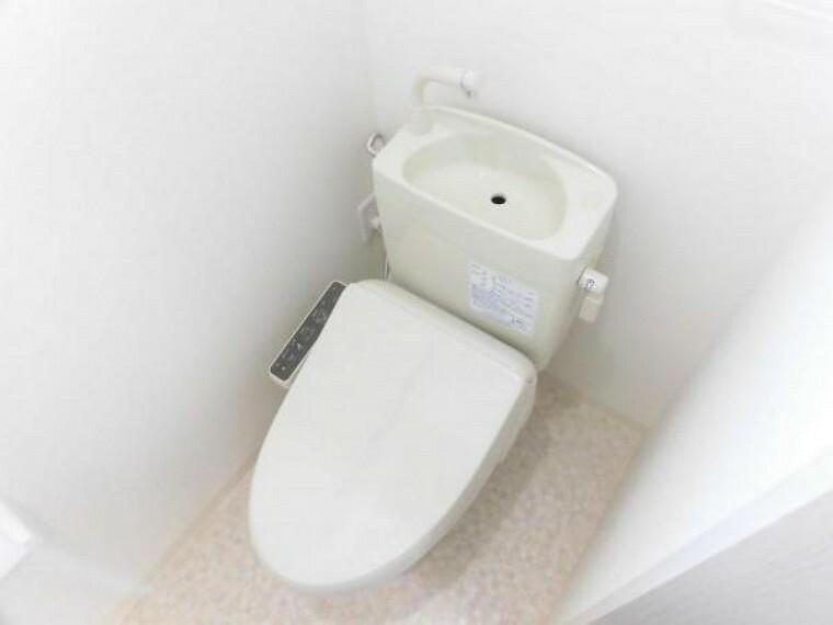 トイレ リフォーム済み。トイレは温水洗浄機能付きのトイレを新設しました。手洗いもついているので衛生的です。