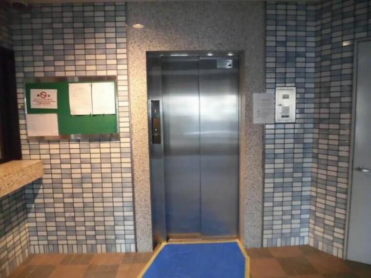 エレベーターを降りるとすぐ玄関なので便利です