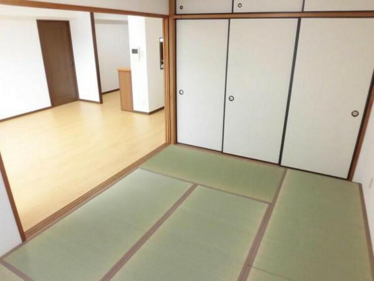 和室 【リフォーム後】6畳和室。畳の表替え、襖・障子の張替えを行いました。リビングの横にあるので客間としてもご活用いただけます。