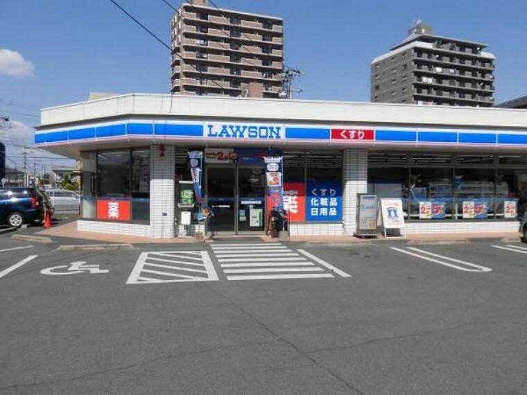 コンビニ ローソン熊本健軍店まで徒歩1分(90m)