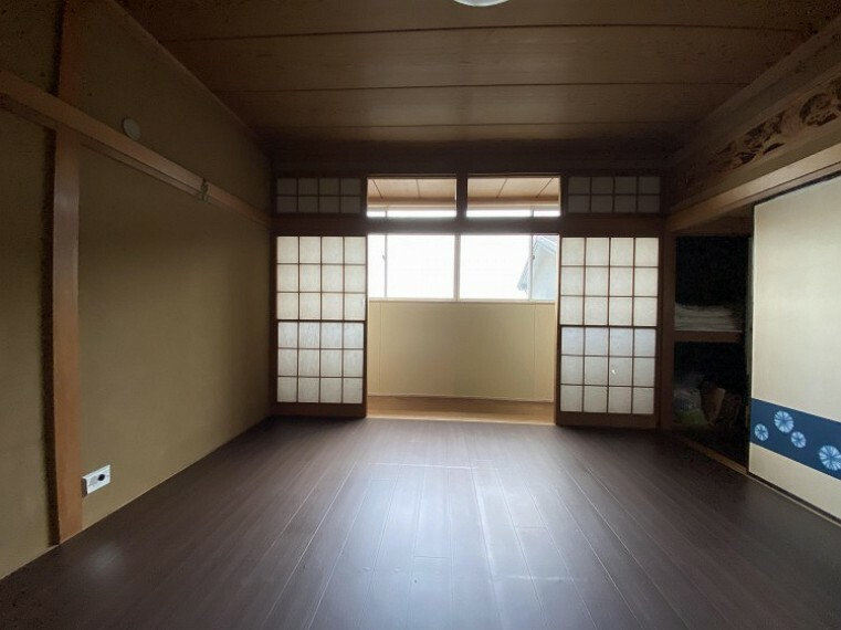 和室 足を伸ばしてゆっくりとくつろげる、癒しの空間。障子から差し込む柔らかな光が心地良い。モダンな和室で癒しタイムを。内装内観写真-和室