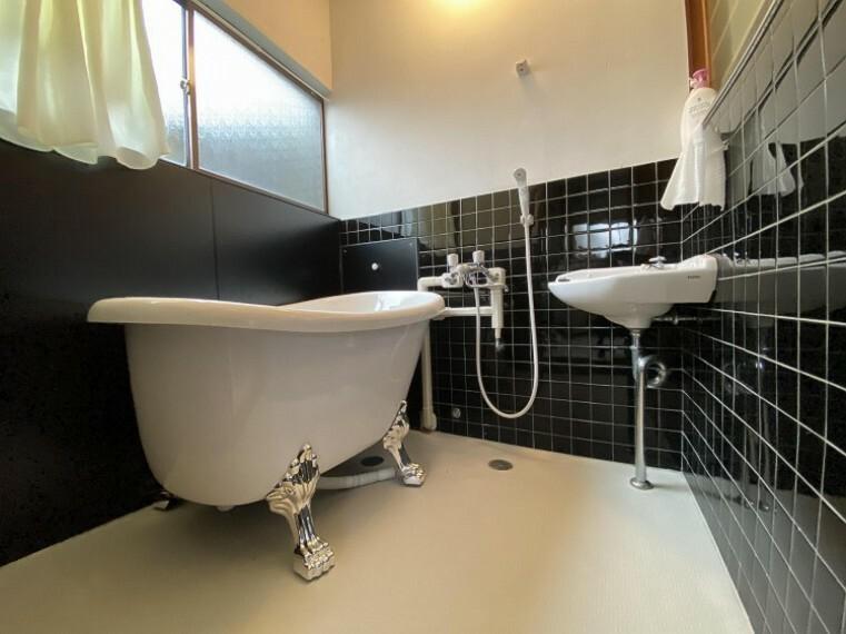 浴室 リフォームされた綺麗なお風呂で疲れをゆっくり癒せます。