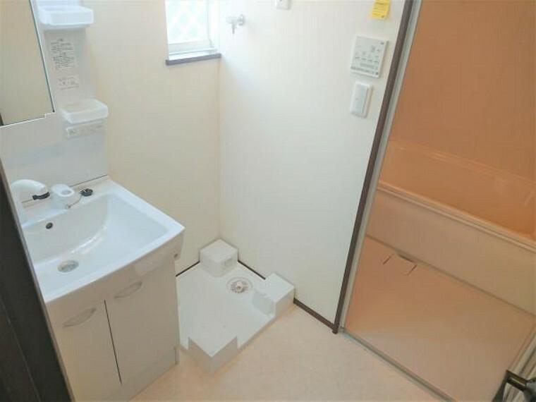 庭 【リフォーム済】洗面所の写真です。クッションフロアを張替え、洗面台も新品に交換しました。