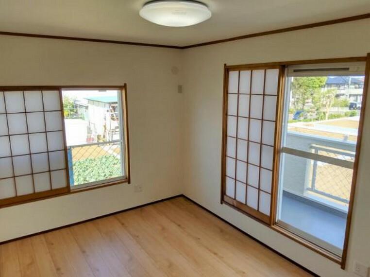 【リフォーム済】2階南東洋室の写真です。床はフローリングを張替え雰囲気をガラッと変えました。